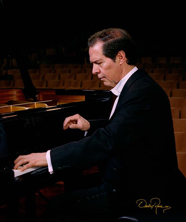 Héctor Rojas - Pianista Graduado de la Academia de Música de Viena y Catedrático - David Ross - Fotógrafo de Músicos y Artistas