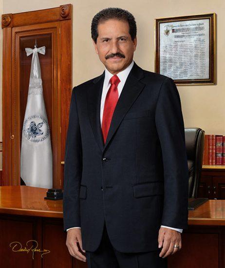 José Alfonso Esparza Ortiz - Rector de la Universidad de Puebla - David Ross - Fotógrafo de Académicos